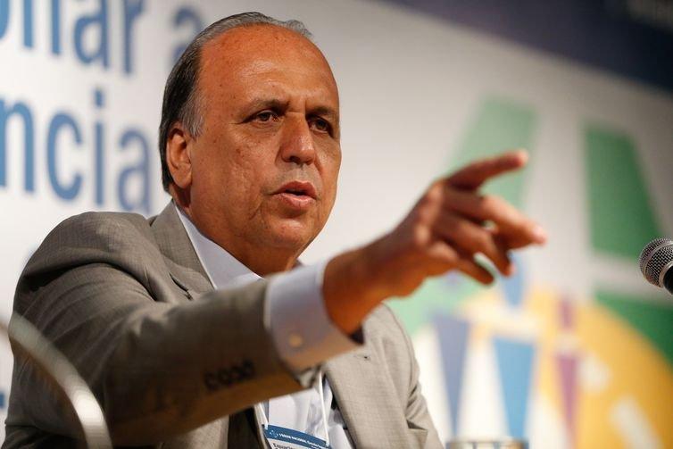 Rio de Janeiro - Governador Luiz Fernando Pezão participa do Fórum Nacional sobre Previdência Pública (Tânia Rêgo/Agência Brasil)